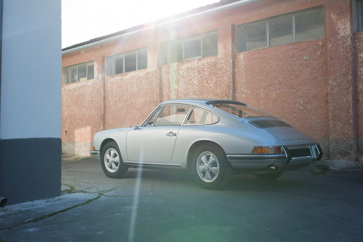 Silberner Porsche 911S SWB von Vehicle Experts