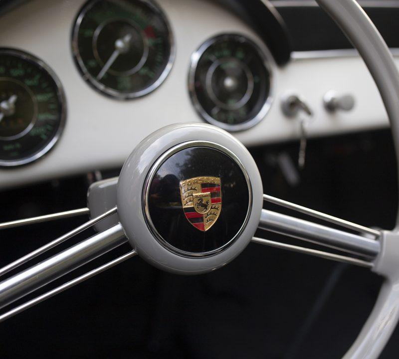 Weißer Porsche 356 Speedster Lenkrad