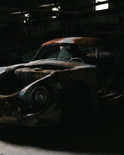 Rostige Karosserie vor Restaurierung