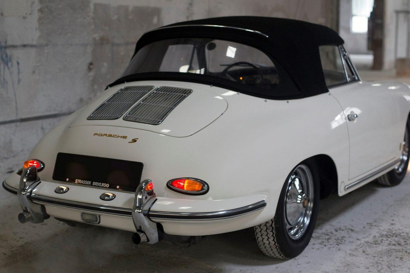 Weißer Porsche 356 BT6 Cabrio von hinten