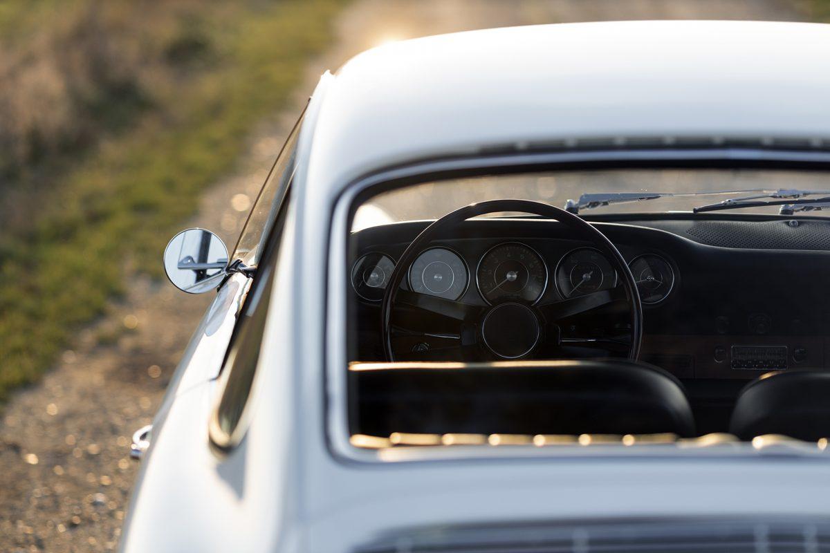 Weißer Porsche 911 von Vehicle Experts