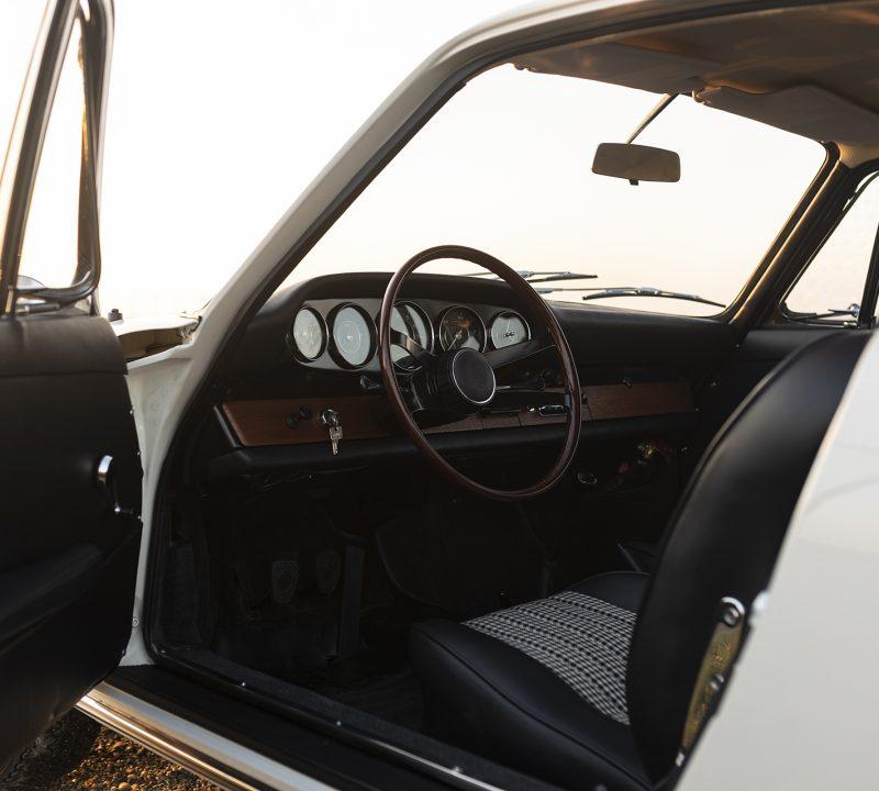 Weißer Porsche 911 Innenraum