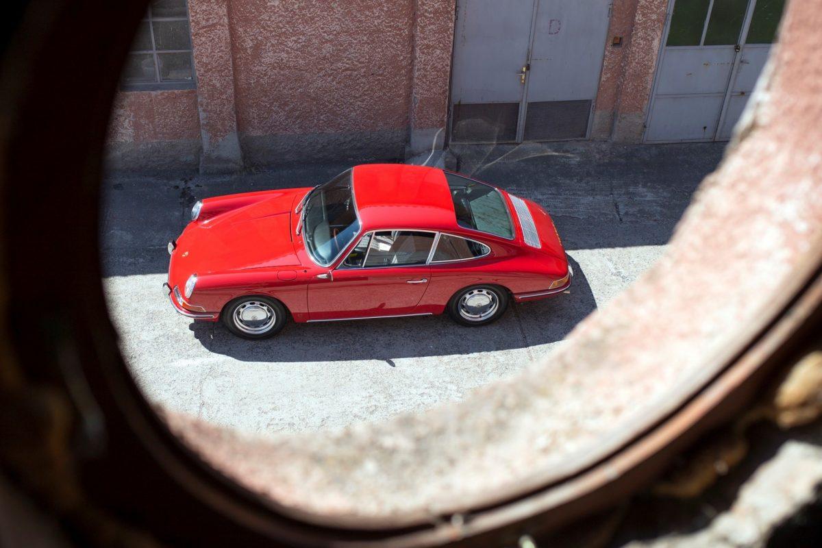 Roter Porsche 911 SWB von oben