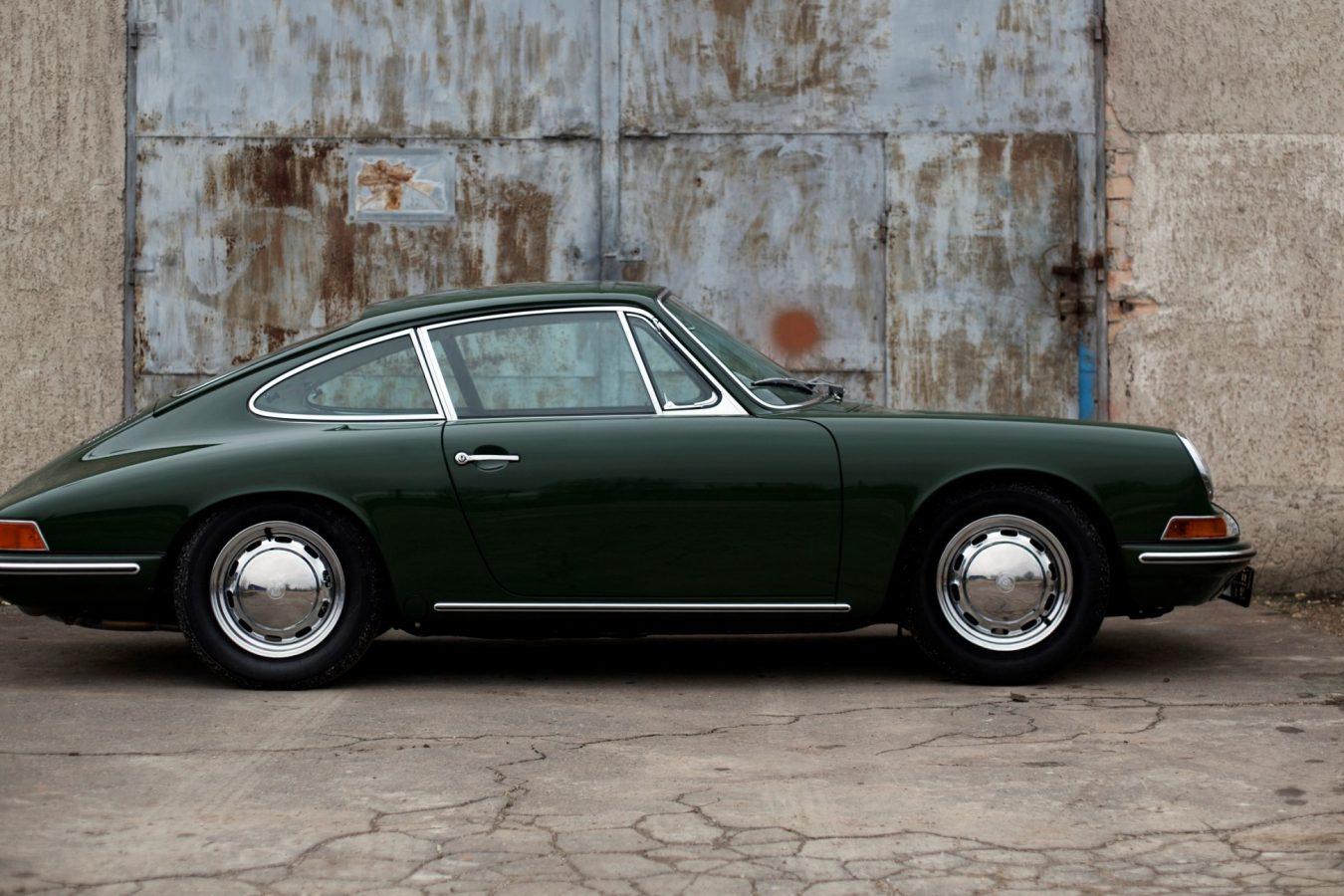 Grüner Porsche 911 SWB von der Seite