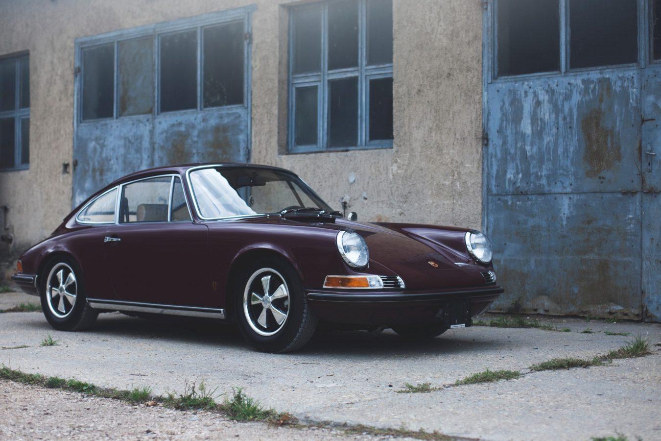 Porsche 911E in Rot von vorne