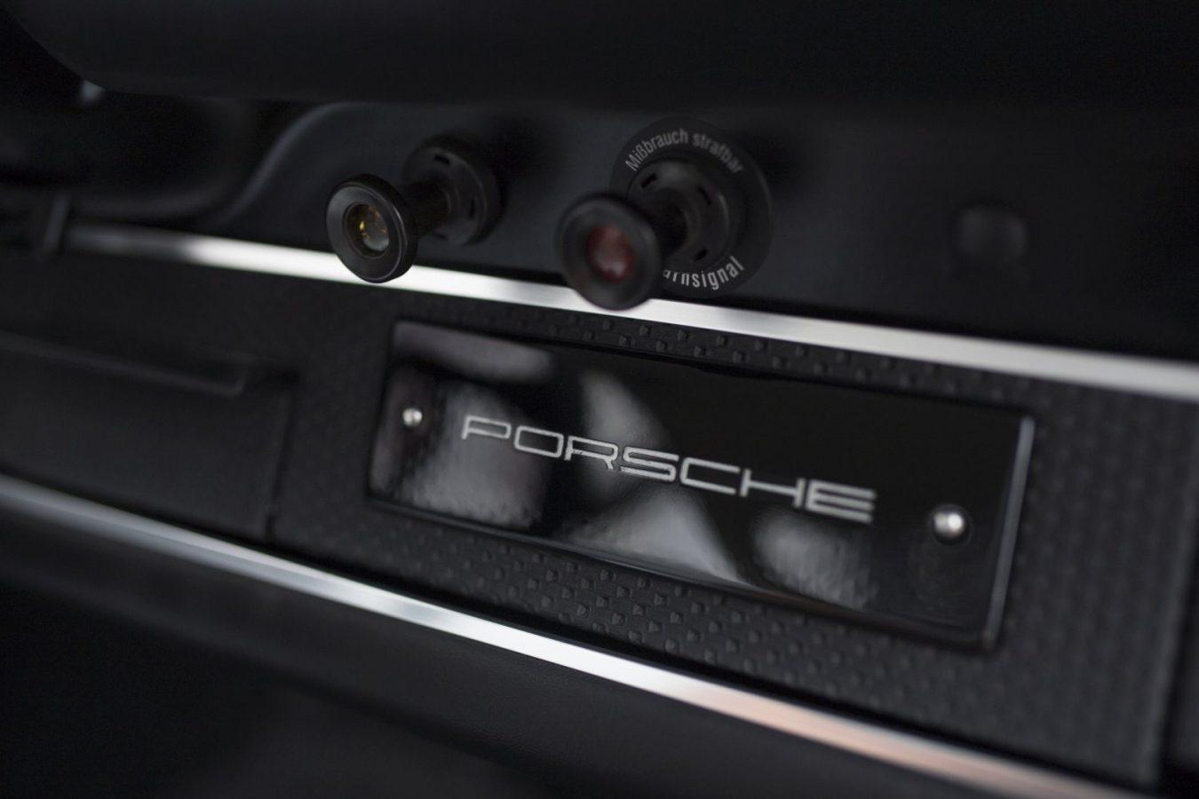 Porsche 911S Porsche Schriftzug