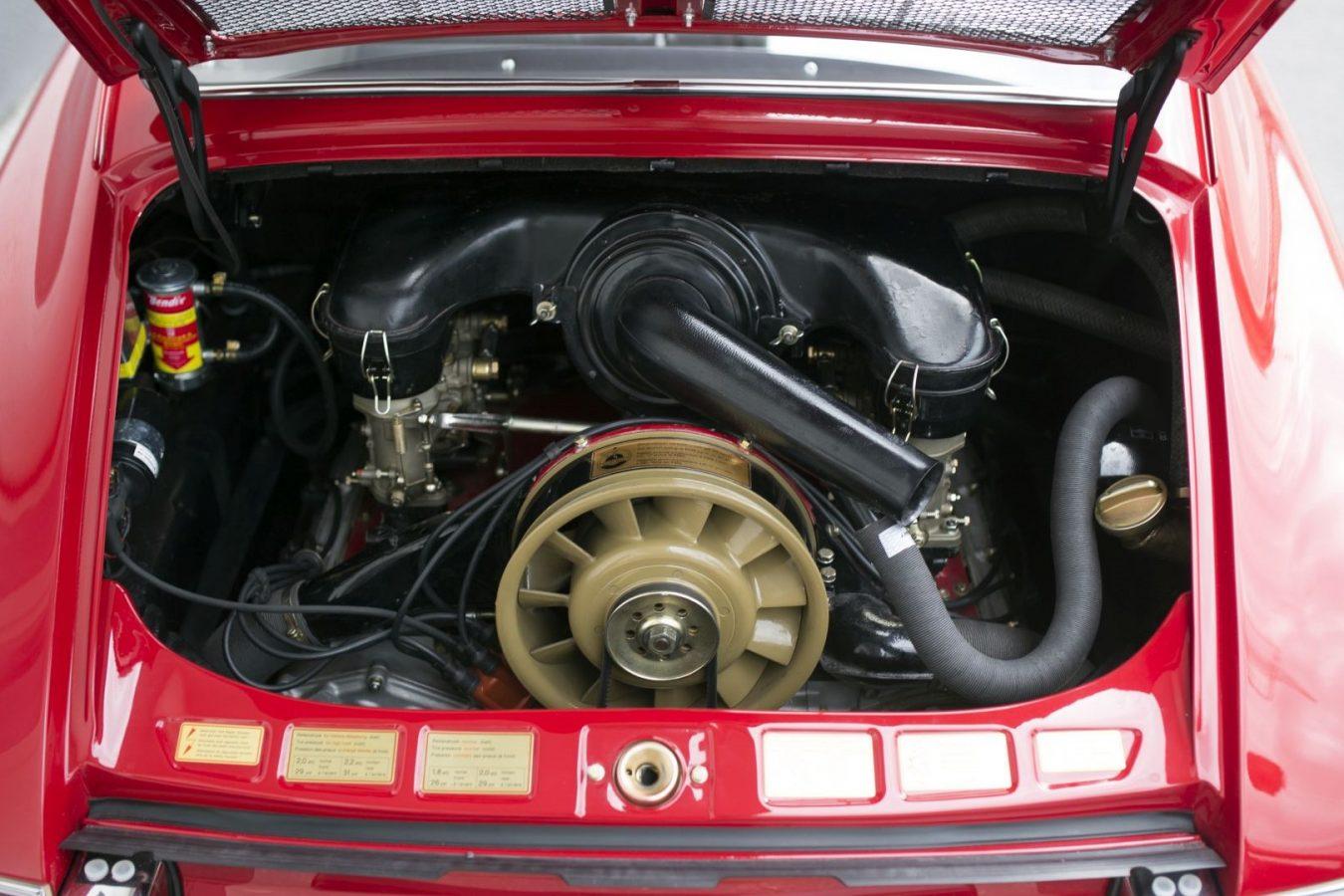 Roter Porsche 911S Motorblock