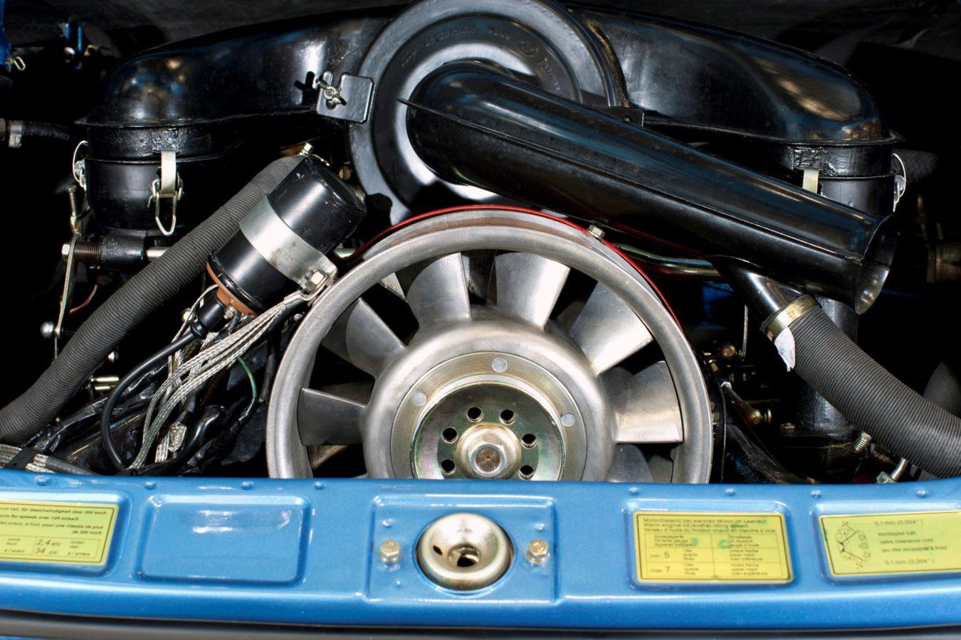 Porsche 911S in Hellblau Foto vom Motor