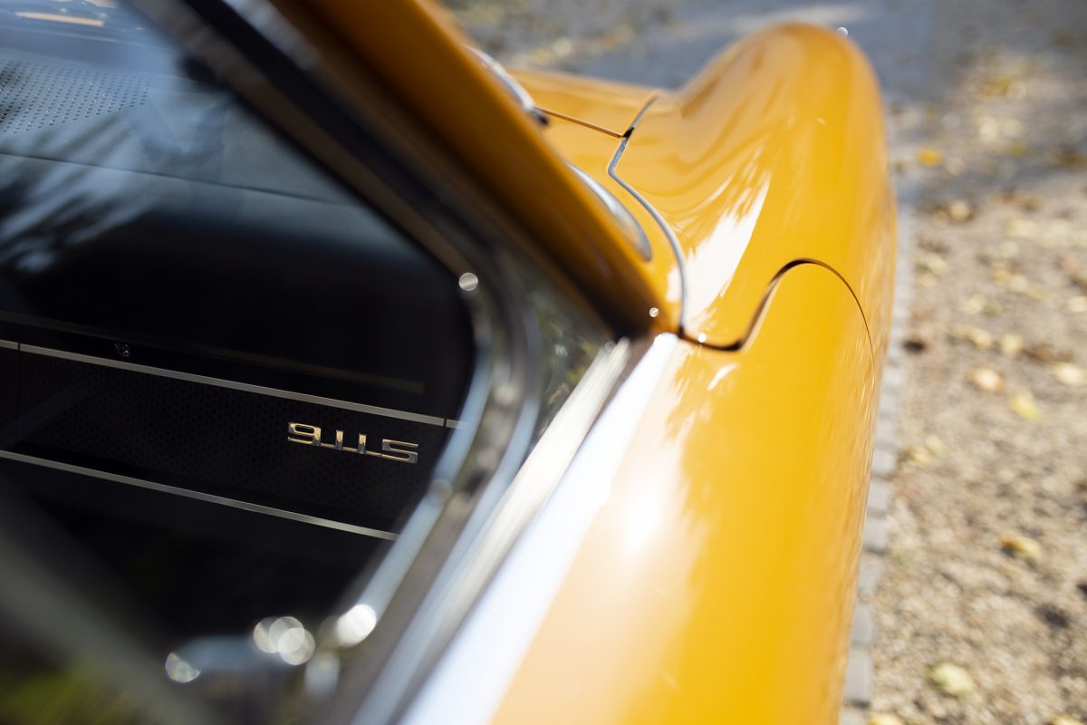 Bahama gelber Porsche 911S Softwindow Targa von Vehicle Experts