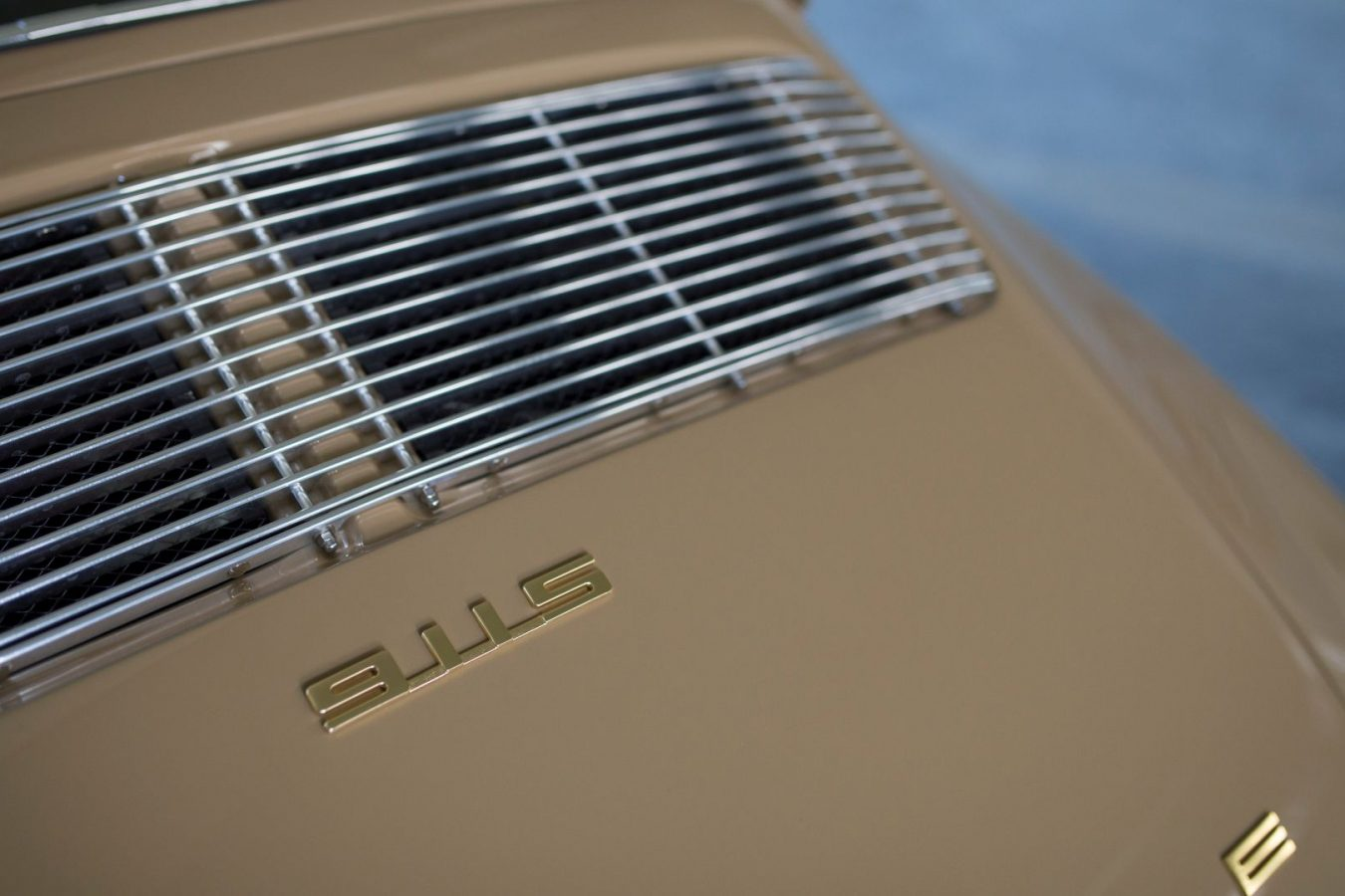 Sandfarbener Porsche 911S SWB Motorhaube