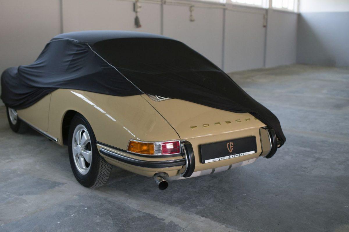 Abgedeckter Porsche 911S SWB