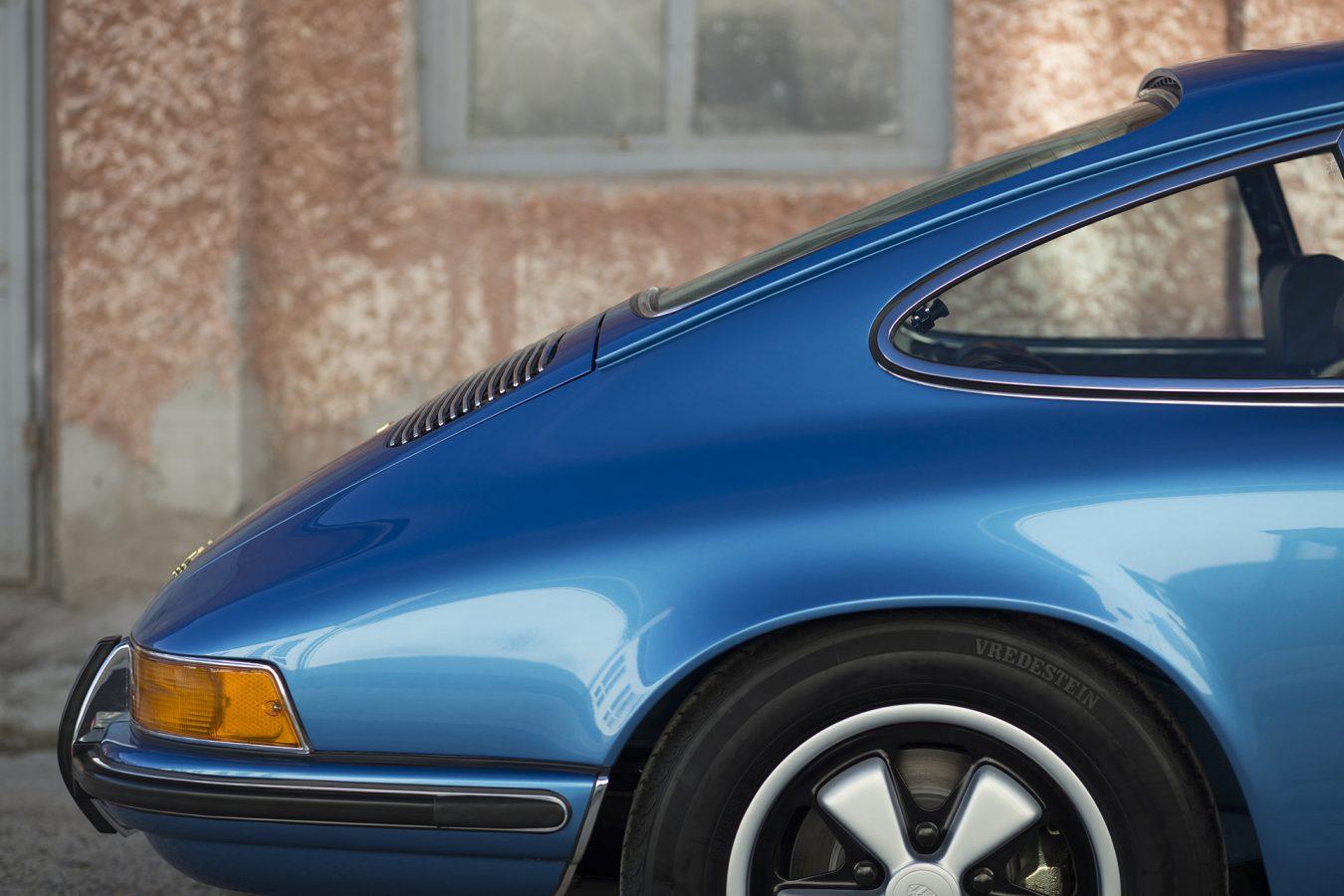 Hellblauer Porsche 911T