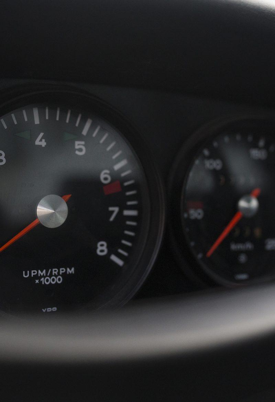 Lichtgelber Porsche 911T Targa Ziffernblätter