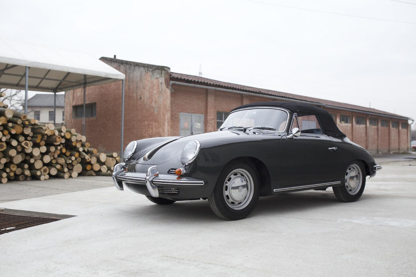 Grauer Porsche 356C Cabriolet