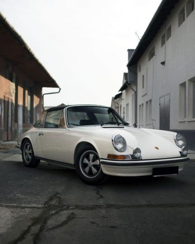 Cremeweißer Porsche 911E Targa