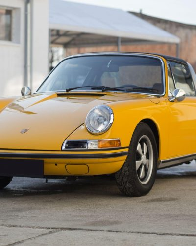 Gelber Porsche 911S Targa von Vehicle Experts