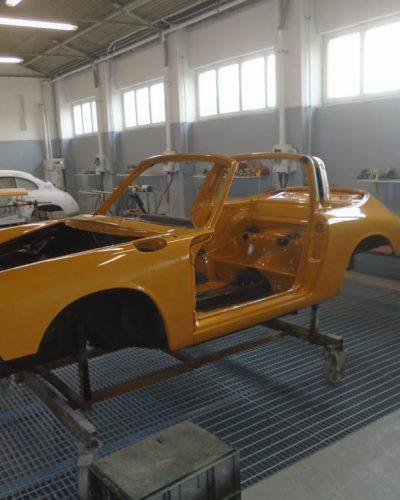 Lackierung einer gelben Karosserie