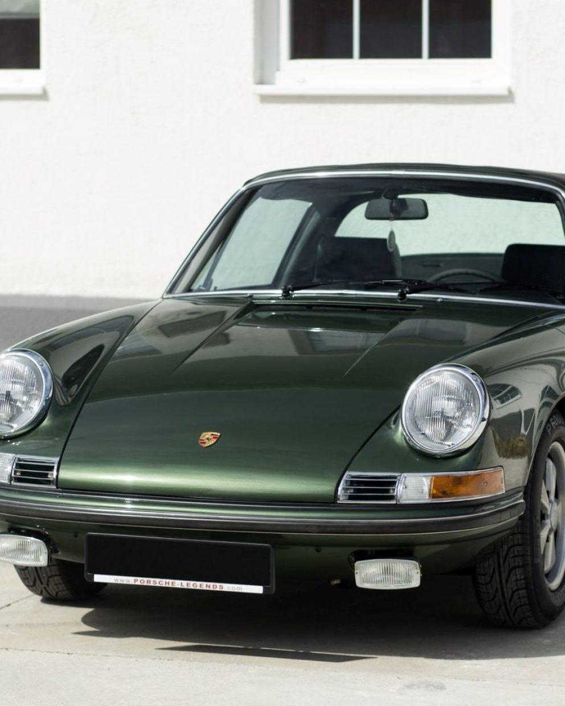 Dunkelgrüner Porsche 911E Targa