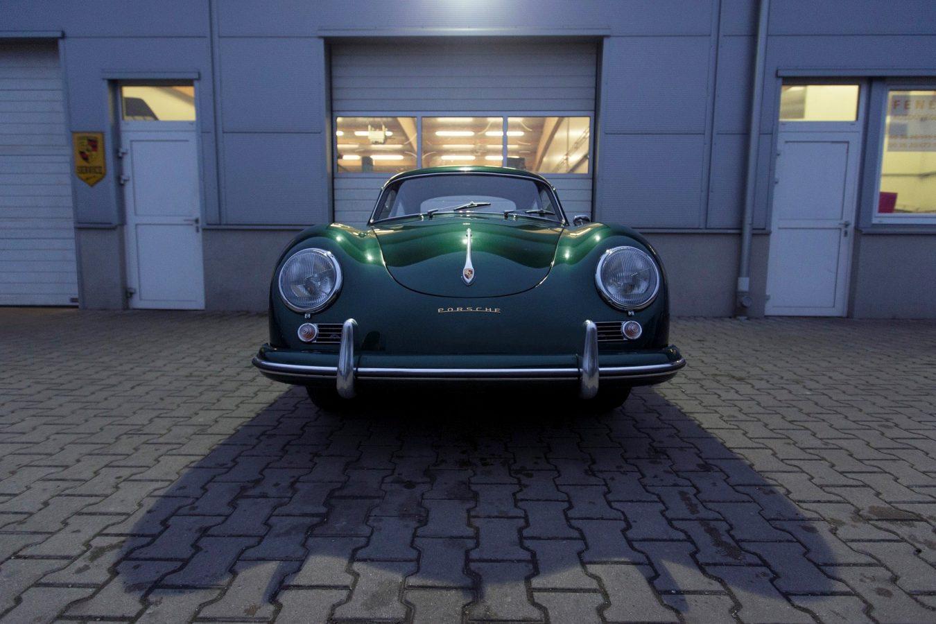 Grüner Porsche 356A von vorne