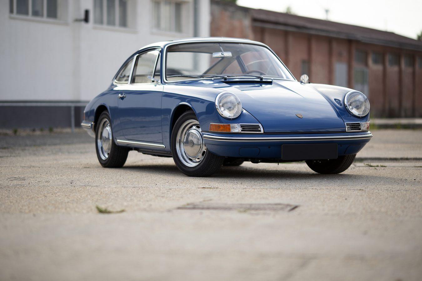 Blauer Porsche 911 auf Vehicle Experts Gelände