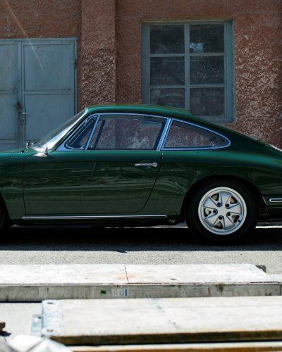 Irisch grüner Porsche 911 SWB von der Seite