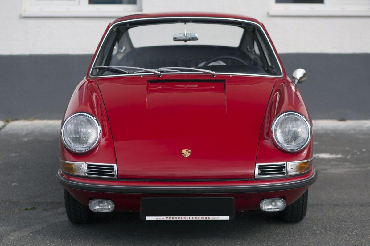 Roter Porsche 911S von Vorne