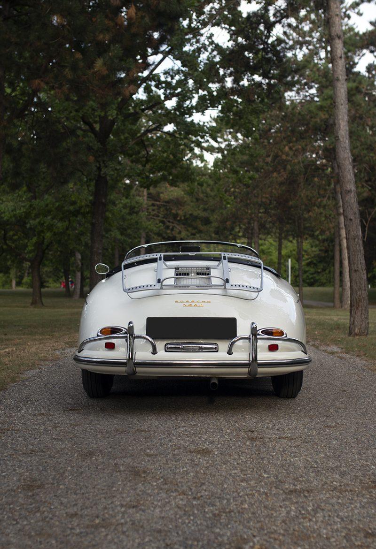 Weißer Porsche 356 Speedster von hinten
