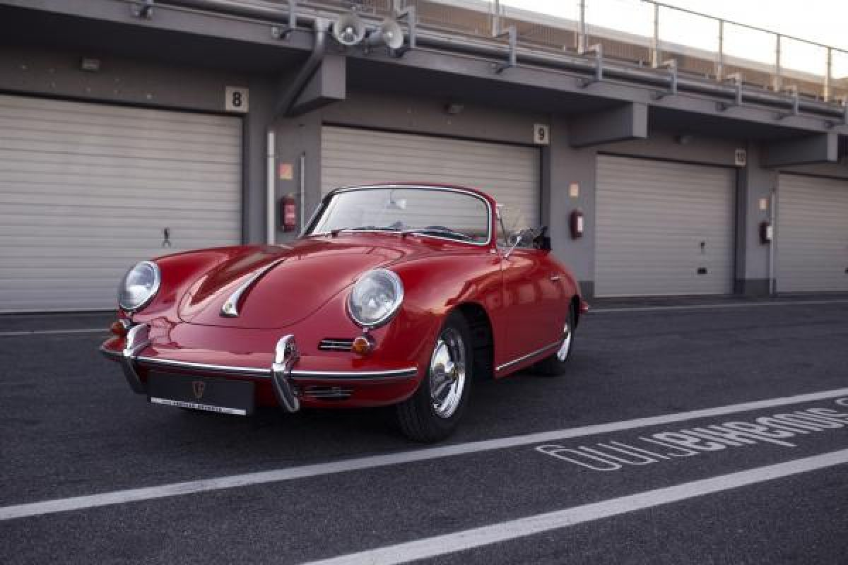 Roter Porsche 356B Super 90 Cabriolet von Vehicle Experts