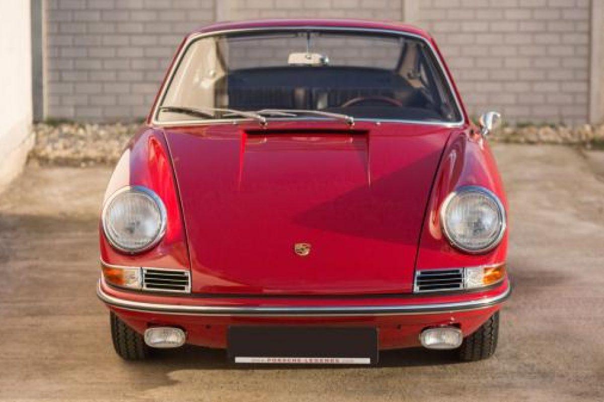 Roter Porsche 911 von Vehicle Experts von vorne