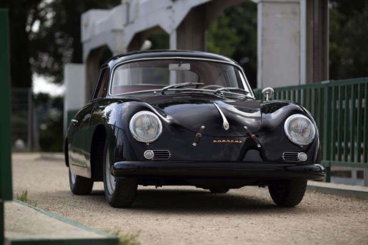 Schwarzer Porsche 356A Carrera