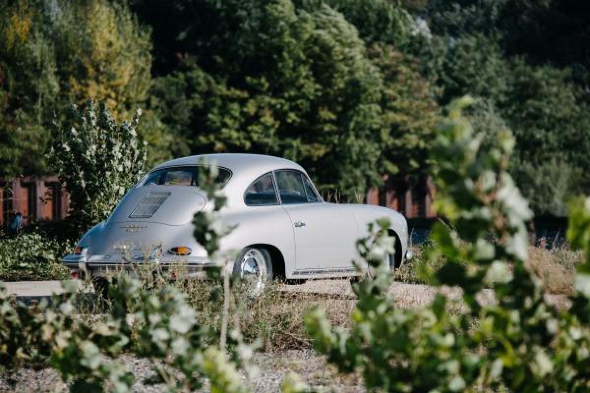 Silbermetallic Porsche 356 BT5