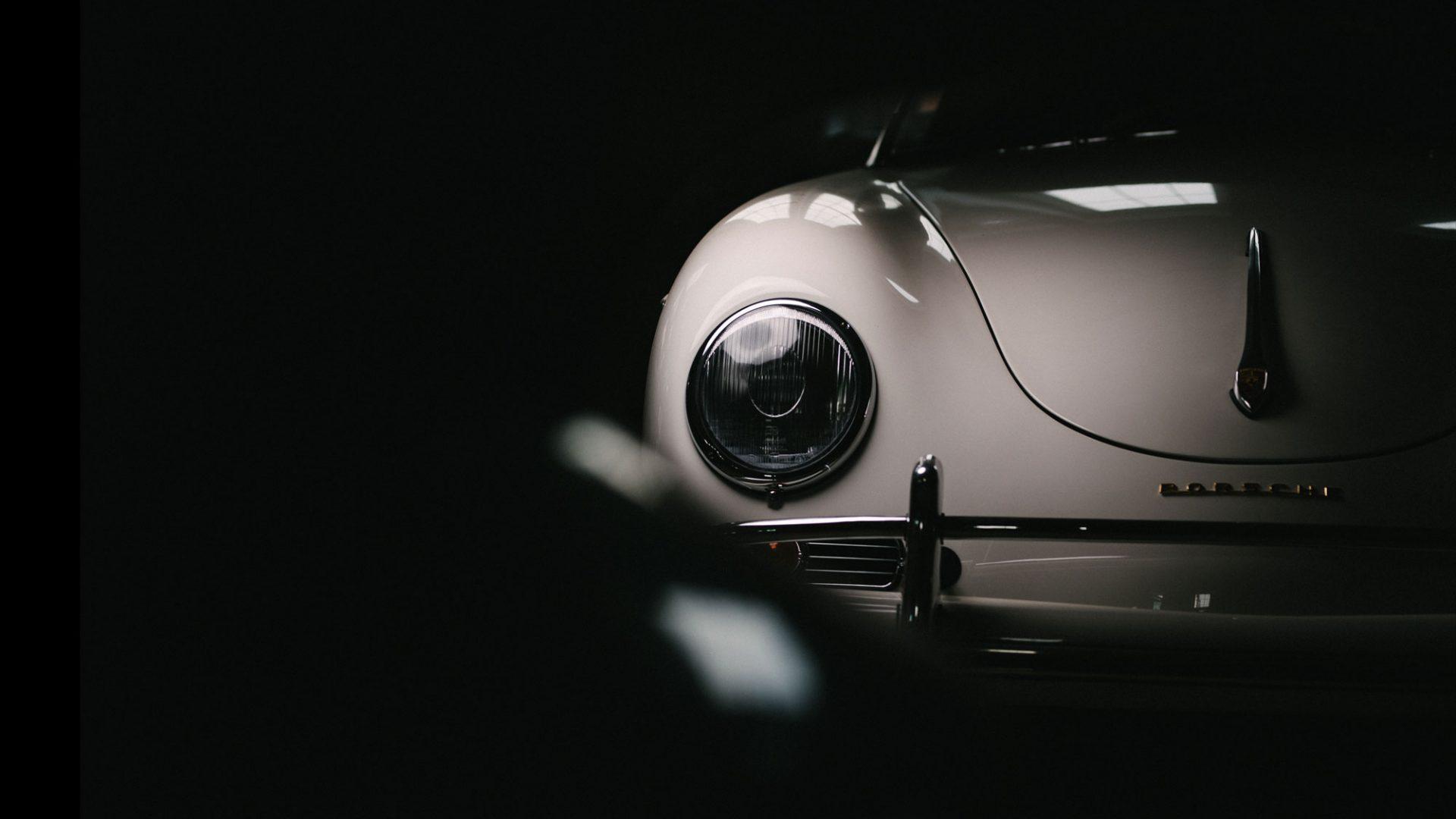 Scheinwerfer eines Porsche