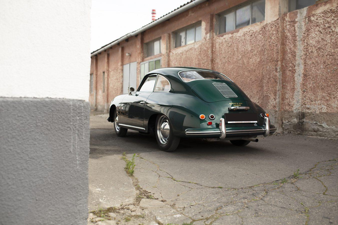 Lagogrüner Porsche 356 von hinten