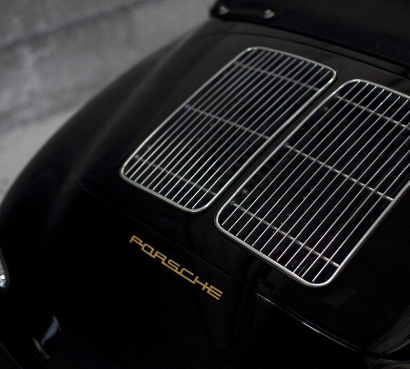 Porsche 356 BT6 Cabrio in Schwarz Motorhaube