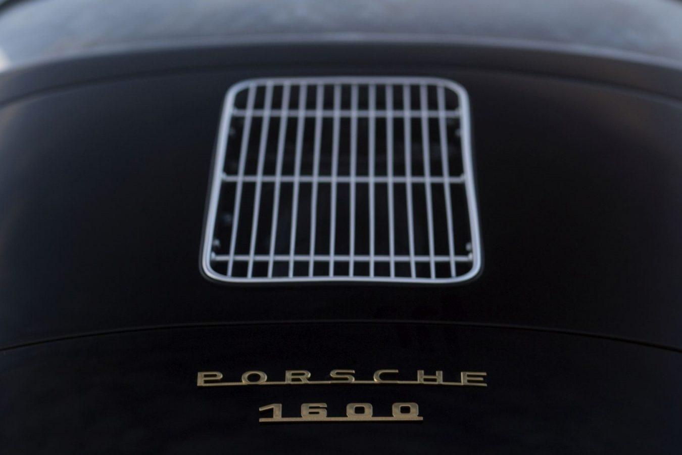 Schwarzer Porsche 356A Motorhaube