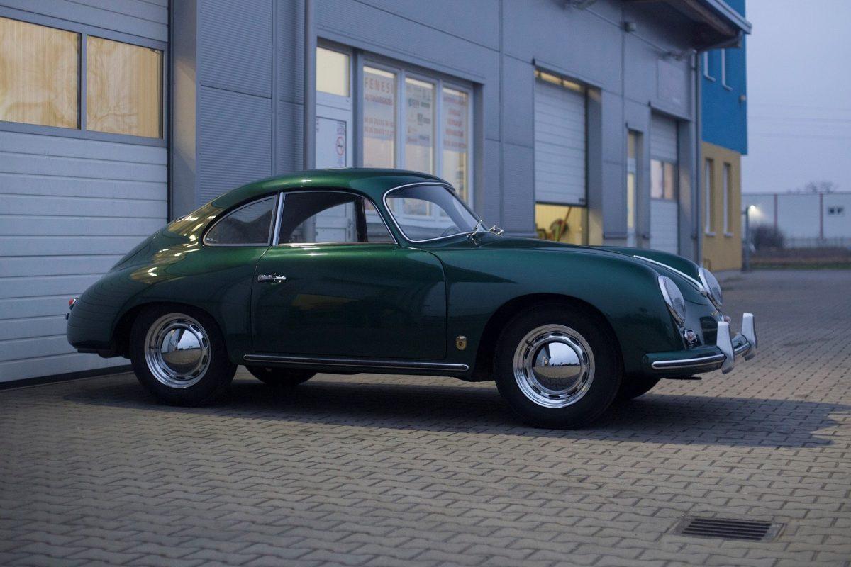 Porsche 356A von der Seite in Grün