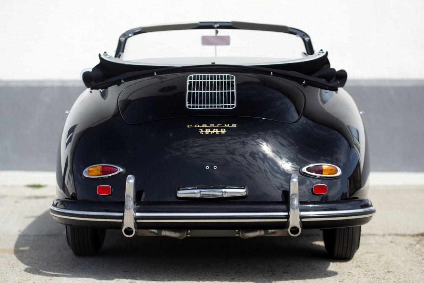 Schwarzer Porsche 356A Cabriolet von hinten