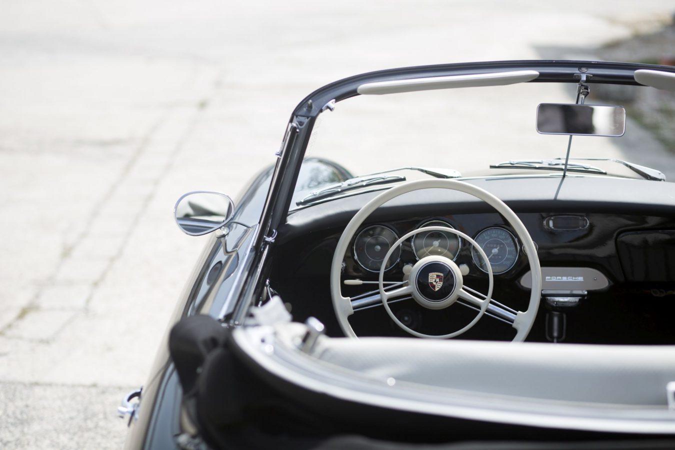 Schwarzer Porsche 356A Cabriolet Lenkrad