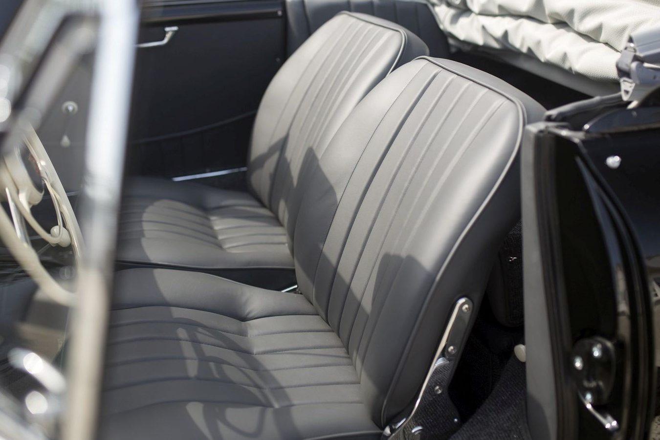 Schwarzer Porsche 356A Cabriolet Sitzbank