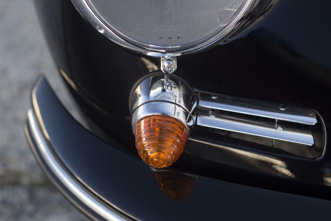 Schwarzer Porsche 356B Cabrio Rücklicht