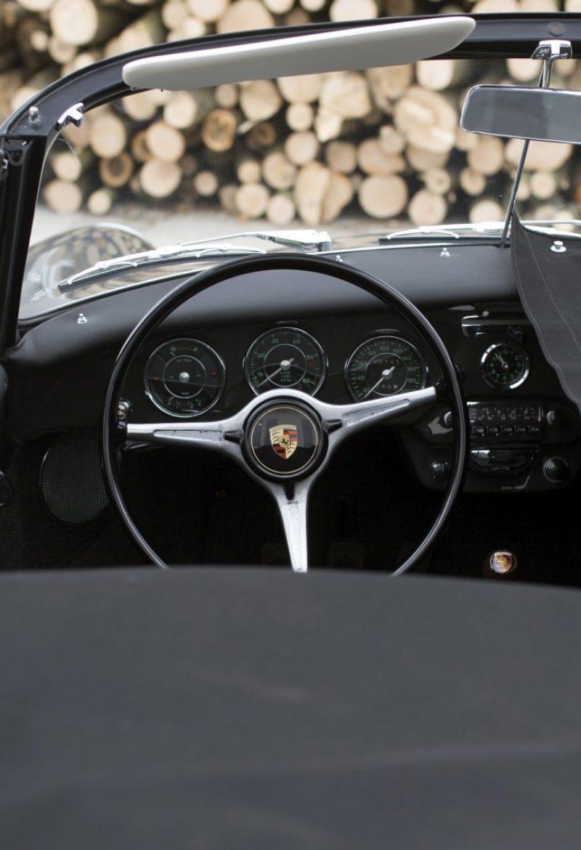 Abgedeckter Porsche 356C Cabriolet