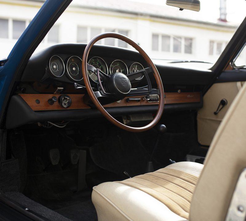 Blauer Porsche 911 Innenraum