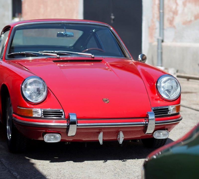 Roter Porsche 911 SWB von vorne