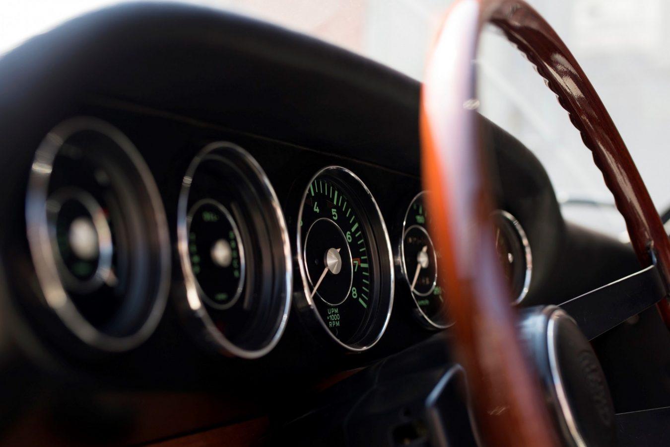 Amaturenbrett eines Porsche 911 SWB