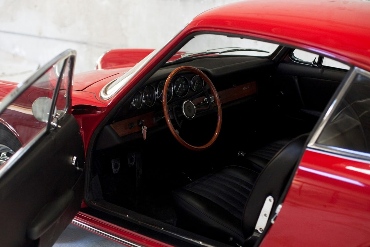 Porsche 911 SWB 32 in Rot Innenraum
