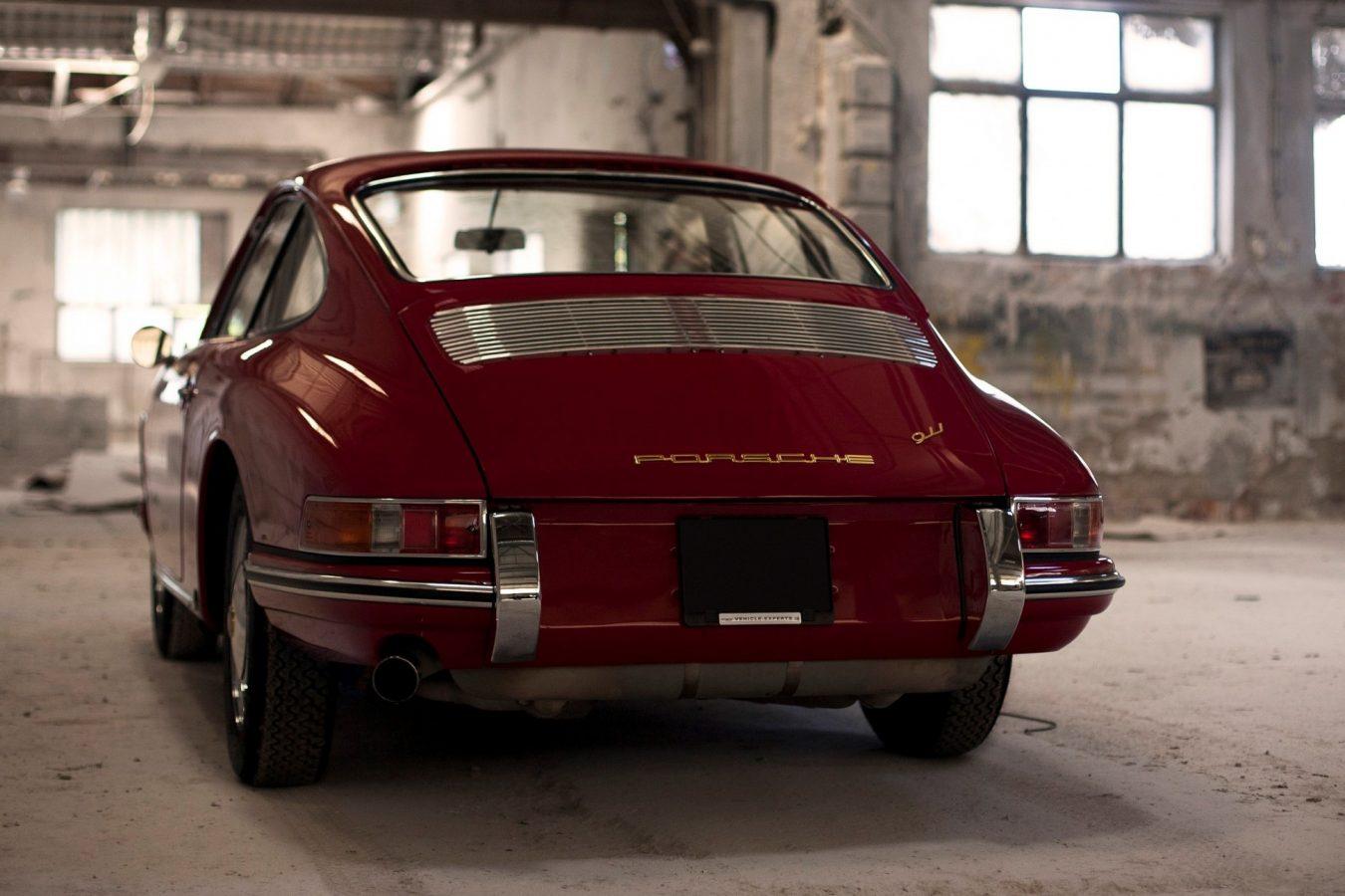 Porsche 911 SWB in Rot von hinten