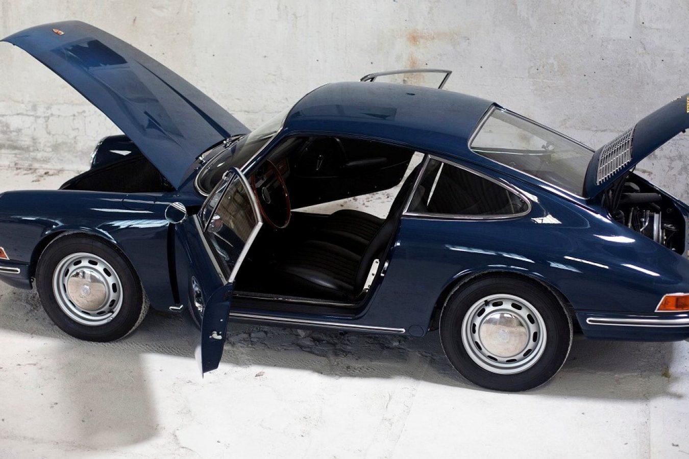 Porsche 911 SWB mit offenen Türen