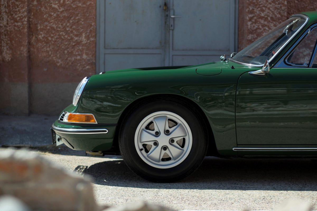 Porsche 911 SWB in Grün vorne