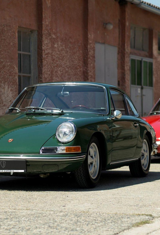 Zwei Porsche 911 SWB hintereinander
