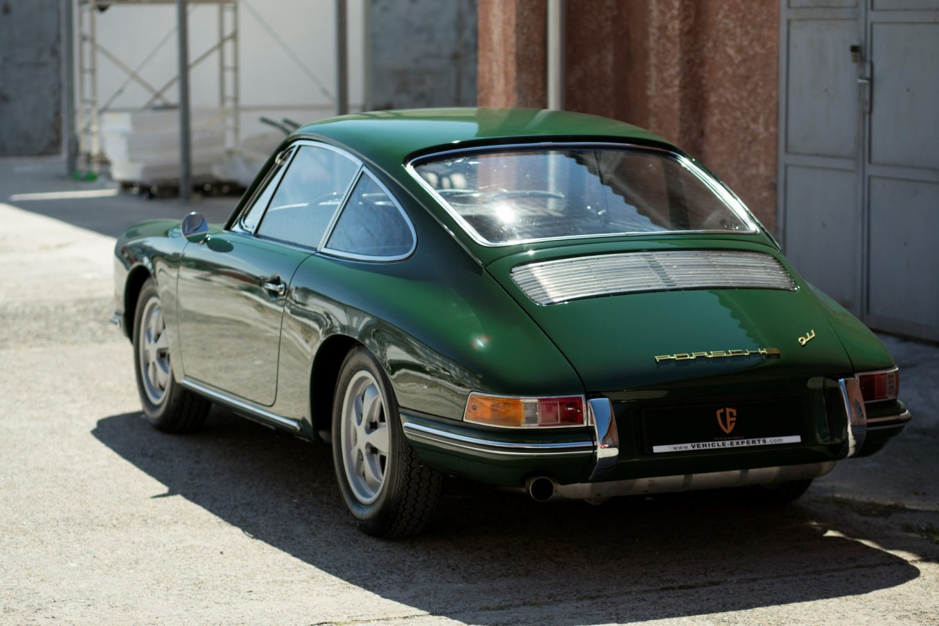 Porsche 911 SWB in Grün von hinten